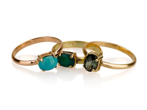 3 טבעות זהב דקות עם אבן חן צבעונית במרכז