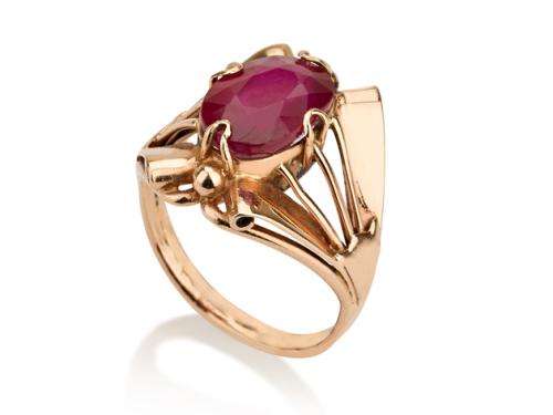 טבעת זהב מיוחדת בסגנון עתיק משובצת אבן רובי