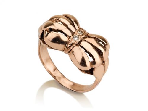 טבעת זהב סרט פפיון בסגנון עתיק משובצת יהלומים