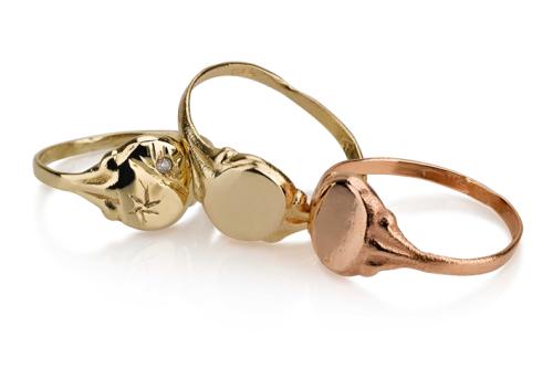 3 טבעות חותם זהב קטנות דוגמה רטרו בצדדים, חלק או עם יהלום