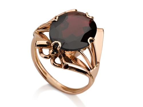 טבעת זהב מיוחדת בסגנון ישן משובצת אבן גרנט