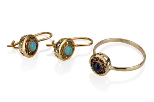 טבעת ועגילי זהב עדינים בשיבוץ אבני חן