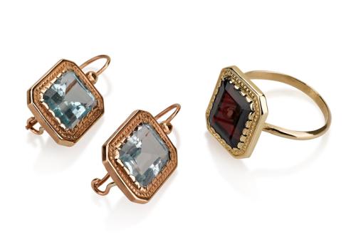 עגילי זהב וטבעת מלבניים בסגנון עתיק בשיבוץ אבני חן