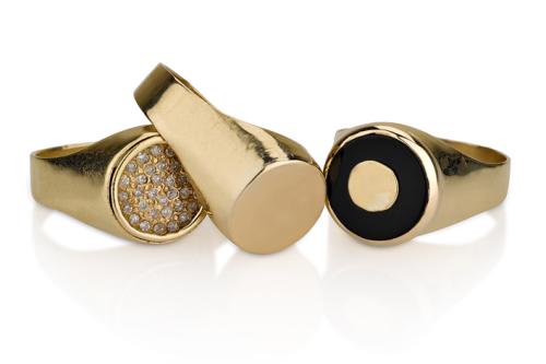 טבעת חותם קלאסית קטנה בשיבוץ אוניקס שחור, חלקה ויהלומים