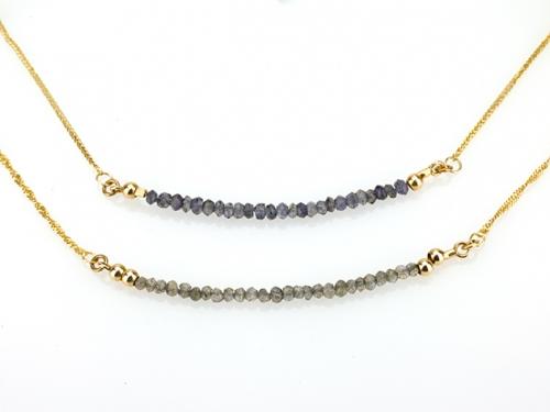2 שרשראות זהב עדינות עם אבני לברדורייט אפורות וספיר כחול