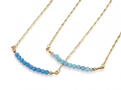 2 שרשראות זהב עדינות עם אבני אופל בצבע תכלת כחול