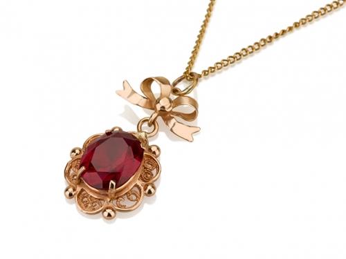 תליון פרח בשיבוץ אבן אדומה עם פפיון בסגנון ישן