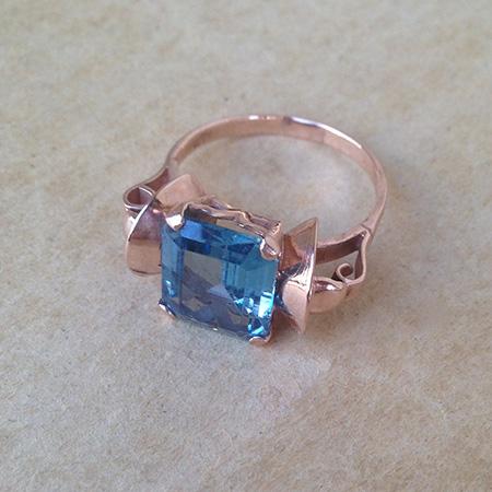 טבעת פפיון זהב משובצת אבן תכלת מרובעת מרכזית
