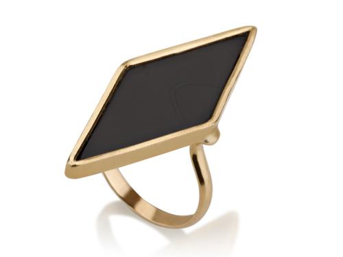 טבעת זהב ואבן שחורה גדולה בצורת מעויין